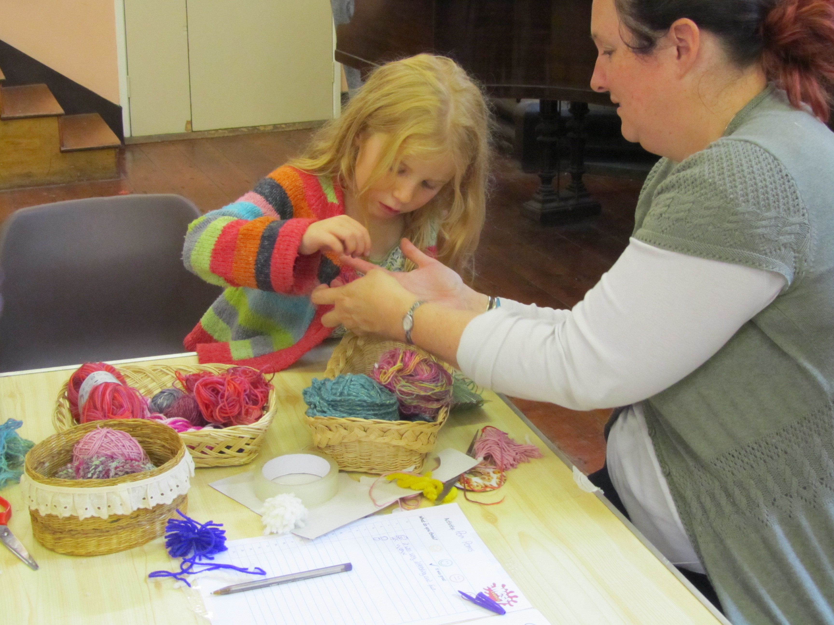 Making pompoms out of wool